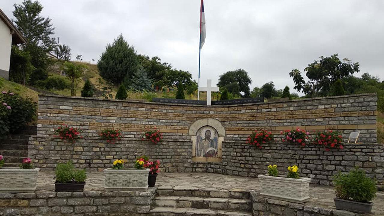 Споменик Велика Хоча