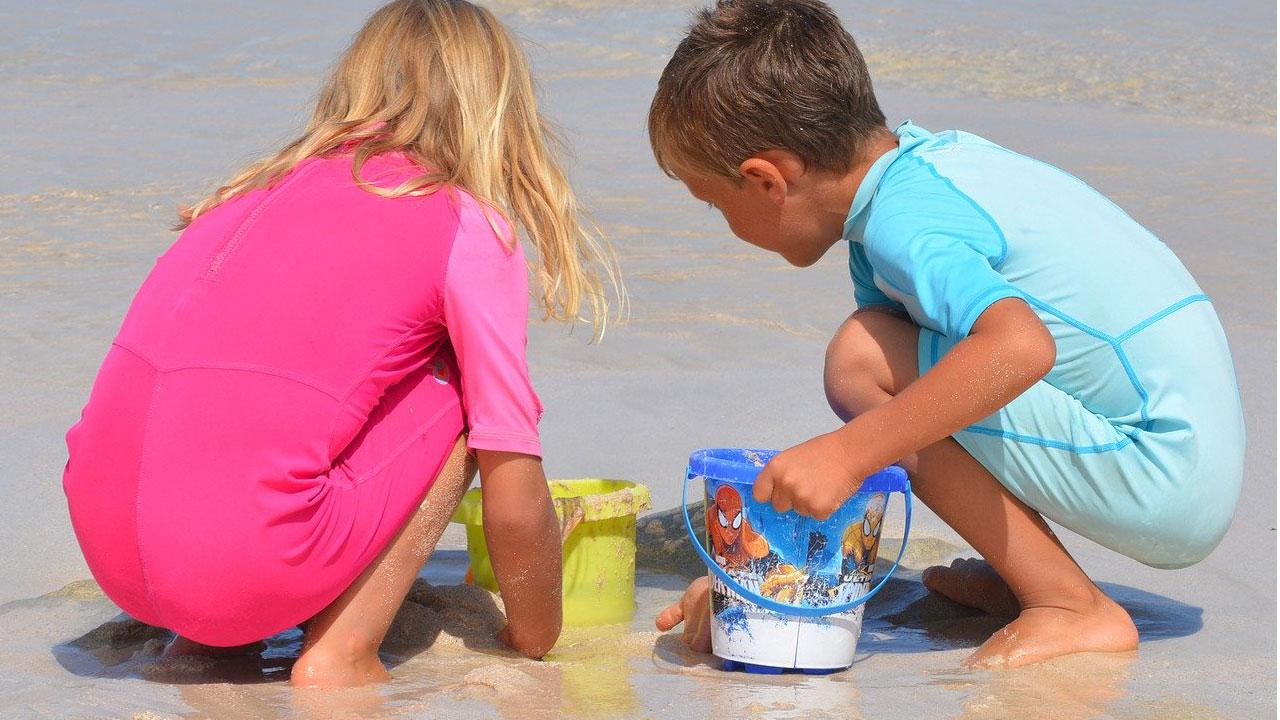 Деца на мору