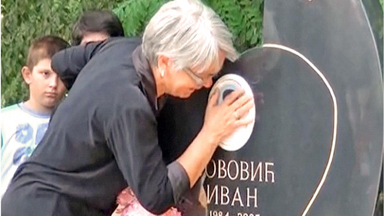 Гроб убијеног дечака у Гораждевцу