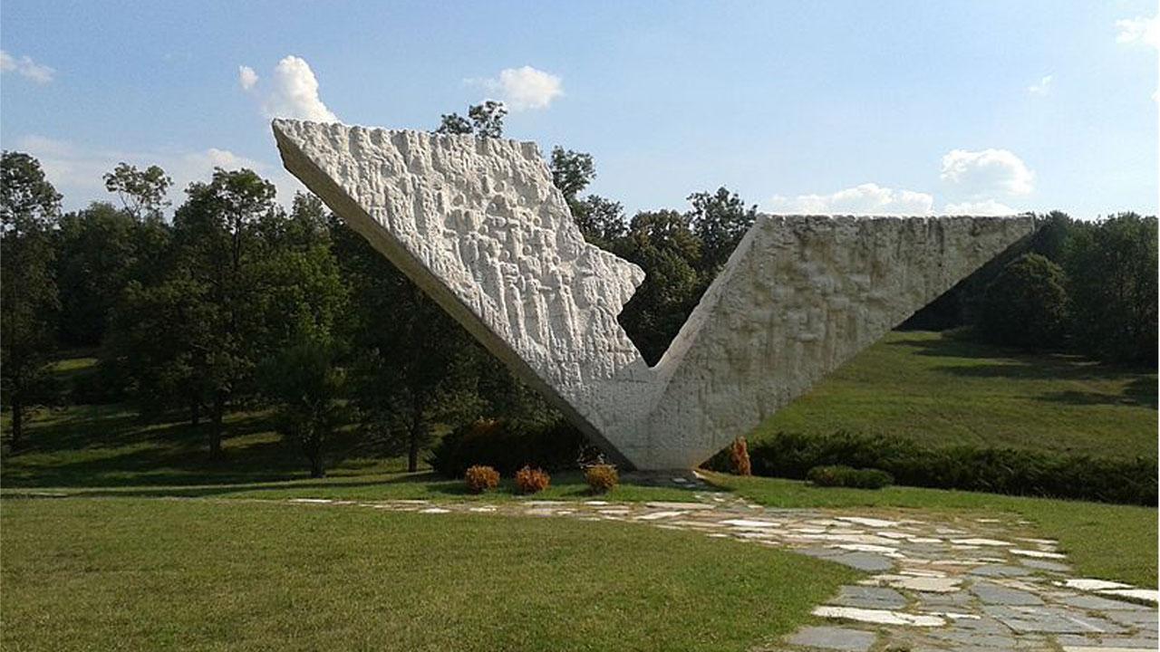 Споменик у Крагујевцу
