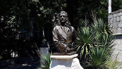 Споменик Сави Владиславићу у Херцег Новом